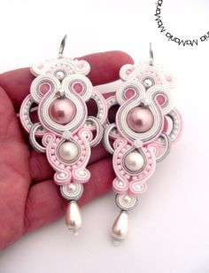 "Soutache earrings ""Pink Pearls"" by MaMania Bead Embroidery Jewelry, Beaded Jewelry Patterns, Fabric Jewelry, Pink Earrings, Beaded Earrings, Jewelry Crafts, Handmade Jewelry, Rhinestone Crafts, Soutache Necklace"