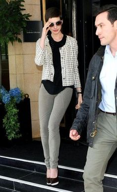 Anne Hathaway Fashion and Style - Anne Hathaway Dress, Clothes, Hairstyle