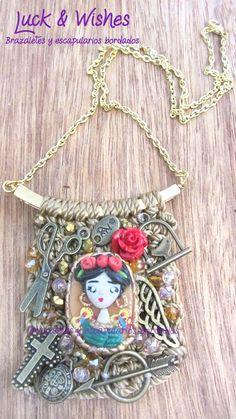 Collar escapulario bordado #FridaKahlo https://www.facebook.com/brazaletesyescapulariosbordados?fref=ts