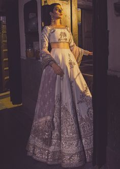 Then you have to see these Pakistani Gharara by designer Mohsin Naveed Ranjha. Bridal Mehndi Dresses, Indian Wedding Gowns, Nikkah Dress, Pakistani Wedding Dresses, Pakistani Outfits, Bridal Outfits, Indian Dresses, Indian Outfits, Shadi Dresses