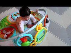 Nu e nimic mai frumos decat sa-l vezi pe bebe incantat de lumea noua pe care o descopera. Salteluta de joaca cu activitati SKIP HOP Explore More e plina de surprize pentru el ^_^