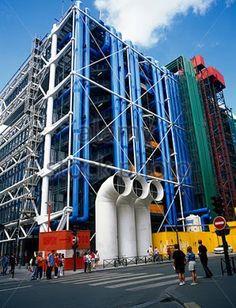 Resultado de imagen para edificio pompidou francia Water Architecture, Paris Architecture, Colour Architecture, French Architecture, Urban Architecture, Renzo Piano, Paris Map, Paris City, Monuments