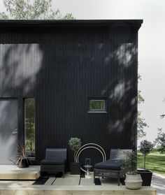 time of the aquarius: Midsummer party with Ikea / by Minna Jones time of the aquarius: Midsummer party with Ikea / by Minna Jones Outdoor Garden Rooms, Indoor Outdoor Living, Outdoor Spaces, Outdoor Gardens, Outdoor Decor, Black Exterior, Exterior Design, Grand Parc, Les Continents