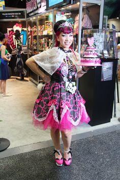 Sweet Draculaura cosplay by badkidbebe Monster High Cosplay, Monster High Repaint, Monster High Dolls, Monster Girl, Casual Cosplay, Cute Cosplay, Cosplay Outfits, Best Cosplay, Cosplay Girls