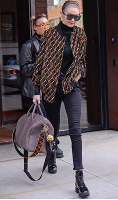 Gigi Hadid flaunts statuesque physique in skinny jeans Looks Gigi Hadid, Bella Hadid Style, Look Fashion, Fashion Models, Fashion Outfits, Womens Fashion, Fashion Trends, Gigi Hadid Outfits, Best Street Style