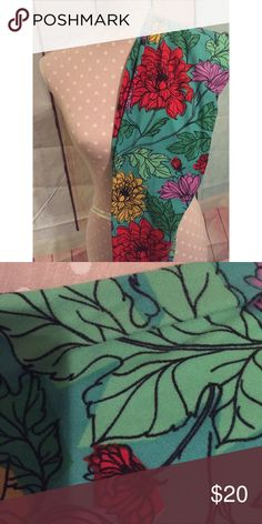 TC LULAROE FLORAL LEGGINGS  Teal background floral LLR leggings - worn and washed accordingly . Comfy and cute  SLIGHT piling in between the legs - shown in the second photo. Almost perfect condition! LuLaRoe Pants Leggings