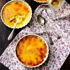 Try this delicious orange crema Catalana with saffron recipe plus other dessert ideas and dinner party recipes to impress Easy Dinner Party Desserts, Köstliche Desserts, Delicious Desserts, Dessert Recipes, Dinner Parties, Appetizer Recipes, Saffron Recipes, Hip Pressure Cooking, Eat Smart