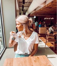 Short Hair Inspo - The most beautiful hairstyles Short Hair Outfits, Girl Short Hair, Short Girls, Short Hair Cuts, Summer Hairstyles, Cool Hairstyles, Beautiful Hairstyles, Shoet Hair, Best Photo Poses