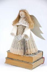 Kirjaenkeli -askartelupaketti | Tuulia design. Iloa & Ideaa askarteluun ja käsitöihin! Book Crafts, Paper Crafts, Christmas, Design, Paper, Navidad, Tissue Paper Crafts, Paper Craft Work, Weihnachten