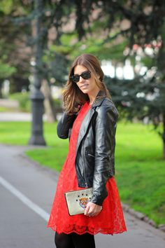 Miss trendy Barcelona: Lady in red