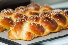 Learn how to braid bread like challah like a pro. You don't even need to use a from-scratch bread dough recipe! This technique works with store-bought dough as well as any yeasted bread or roll dough recipe. Roll Dough Recipe, Bread Dough Recipe, Swedish Bread, Heritage Recipe, Sugar Bread, Best Oven, Braided Bread, Challah, Sourdough Bread