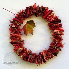 Herbstdeko basteln mit Blättern - Herbst-Türkranz