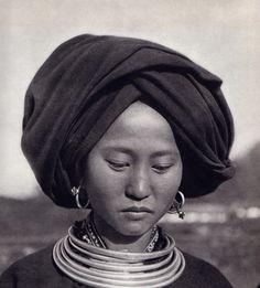 """Viet Nam"", photos de Michel Huet, P. Verger, J.Y. Claeys et S. de Sacy. Editions Hoa-Qui, Paris, 1951."