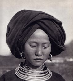 """Viet Nam"", photos de Michel Huet, P. Verger, J.Y. Claeys et S. de Sacy. Editions Hoa-Qui, Paris, 1951. Méo"