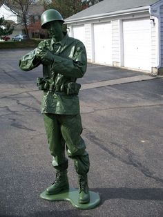 """This instructable will show you how to create a """"toy soldier"""" Halloween costume. Sure to win any local costume contest! Clever Halloween Costumes, Halloween Costume Contest, Halloween Kostüm, Cool Costumes, Costumes For Women, Cosplay Costumes, Costume Ideas, Halloween Makeup, Children Costumes"""