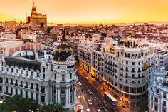Shoppen, uitgaan of cultuur snuiven. De Spaanse hoofdstad heeft iedere bezoeker iets te bieden. Dompel je onder in het nachtleven of bezoek een vurige flamingo-avond. De volgende dag is het heerlijk bijkomen in de stadsparken of musea van de stad.