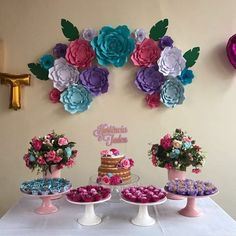 DIY Flores Gigantes de Papel para Decoração Sweet 16 Birthday, Birthday Diy, Birthday Party Themes, Party Decoration, Baby Shower Decorations, Paper Flower Backdrop, Paper Flowers, Tea Party Table, Birthday Card Sayings