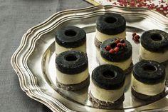 Receta de Canapé de mousse de brandada de bacalao y gelatina de ajo negro. Descubre sus ingredientes y elaboración en Recetags.com