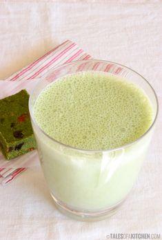 Simple, quick, dairy and sugar free matcha latte. {raw & vegan}