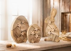 Easterly eye-catcher, massive driftwood in subtle weathered optics . - Ostern: Hase & Co. Diy Projects Easter, Easter Crafts, Christmas Crafts, Craft Wood Pieces, Wood Crafts, Diy And Crafts, Valentine Gifts For Kids, Diy Easter Decorations, Egg Decorating
