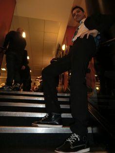 Le chanteur Jes Solis à l'Olympia en sneakers TORANJA