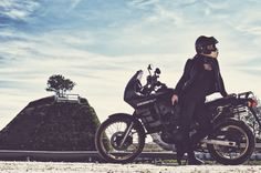 Dualsport Oldtimer Honda Transalp Motobabe cafe racer helm bikergirl