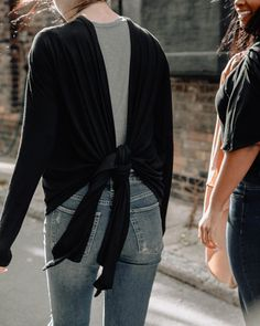 How to Wear The Everyday Twist Top – Encircled.co #womensfashioneverydaychic Fashion Tips For Women, Womens Fashion, Wearing All Black, Ripped Denim, Cool Style, Kimono Top, Normcore, Casual, How To Wear