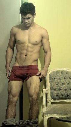 ohh damm!! i am in love with his thighs! nice calves too.. and hair on his legs!! <3<3