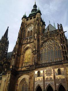 #prague #praga ... la bellezza dell'oro sulle pareti della cattedrale...