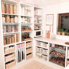 Kitchen Pantry Design, Home Decor Kitchen, Kitchen Interior, New Kitchen, Home Kitchens, Kitchen Organization Pantry, Home Organisation, Ikea Pantry, Pantry Storage