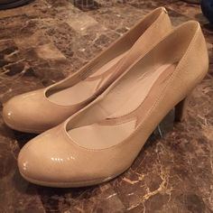 Naturalizer Nude Kitten Heels N5 Comfort Designed to be worn all day these heels are great. Only worn 2-3 times. No signs of wear. Worn for court. Lenox style name. Size 8. Naturalizer Shoes Heels