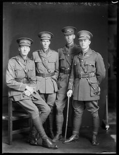 Group of young World War I soldiers in uniform, including Lieutenant E H Garland, 1916  Reference Number: 1/1-013964-G  Group of young World War I soldiers in uniform, photographed by S P Andrew Ltd of Wellington in 1916. On the far right is Lieutenant E H Garland. Other men unidentified.