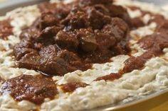 Η κλασσική πολίτικη συνταγή με μοσχαρίσο κοκκινιστό κρέας και πουρέ μελιτζάνας, το χουνκιαρ μπεγεντί