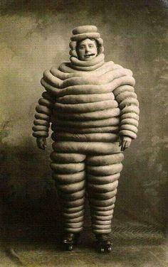 El hombre Michelin original, 1910.