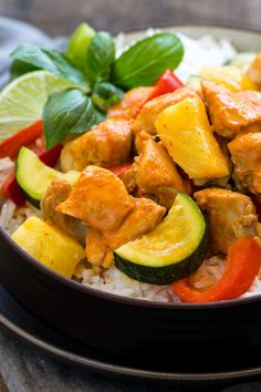 Instant Pot Thai Chicken Curry - Jessica Gavin - Instant Pot Thai Chicken Curry Instant Pot Thai chicken curry made in less than 30 minutes using chicken thighs simmered in a coconut sauce, red curry paste and coconut milk. Thai Chicken Recipes, Thai Chicken Curry, Healthy Dinner Recipes, Whole Food Recipes, Diet Recipes, Coconut Sauce, Coconut Milk, Food Wishes, Pressure Cooker Recipes