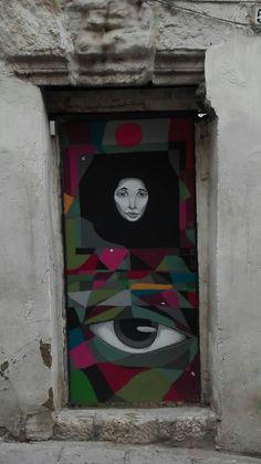 Puerta decorada. Cuenca.