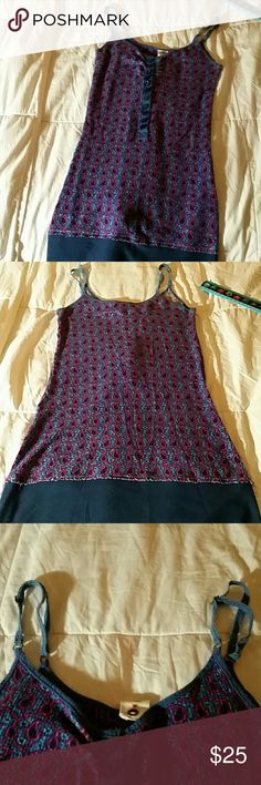 SALE😊Free people tank with adjustable straps💙🌼 Good condition Size M....well made and really cool colors....any questions please feel free to ask anything, anytime...no rips, tears, or stains of any kind...in really good condition...Luv free people👄🌼🌻 Free People Tops Tank Tops