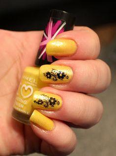 Goodly Nails: Keltaista ja leimoja
