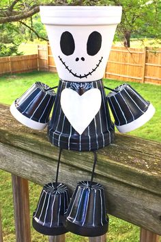 Jack Skellington Nightmare Before Christmas Clay Pot Head People Terra Cotta Planter - All About Gardens Clay Flower Pots, Flower Pot Crafts, Clay Pots, Halloween Clay, Halloween Crafts, Holiday Crafts, Clay Pot Projects, Clay Pot Crafts, Nightmare Before Christmas Decorations