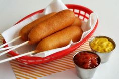 Homemade corn dogs are easy to make. These are easy corn dogs to make at home. This recipe is perfect for carnival themed dinner parties or any other party. Corn Dogs, Corndog Recipe, How To Make Corn, Proper Tasty, Carnival Food, Sandwich Cake, Sausage Rolls, Hot Dog Buns, Summer Recipes