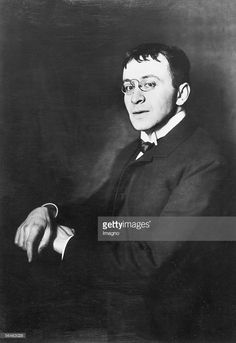 Karl Kraus, essayist, lyricist, dramatist, aphorist. Photography by d'Ora, 1908. (Photo by Imagno/Getty Images) [Karl Kraus, Essayist, Lyriker, Dramatiker, Aphoristiker. Photographie von d'Ora, 1908.]