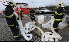Do Odry unikla ropa: Hasiči postavili norné stěny, ryby se zatím »drží«!