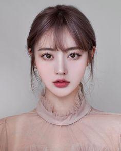 "48.8 mil Me gusta, 692 comentarios - ⚾️구사자_김정아🦁 (@94_j.a) en Instagram: ""⠀ 이제 서울사람이라 ^__^👐🏻 주소이전해서 ㅎㅎㅎㅎ 민증 바꾸려는데 밥먹고 증사만 찍으러…"" Korean Beauty Girls, Pretty Korean Girls, Cute Korean Girl, Asian Beauty, Sweet Makeup, Cute Makeup, Makeup Looks, Job Interview Makeup, Japonese Girl"