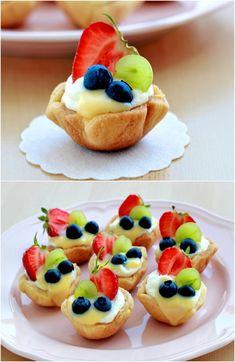 Summer Mini Fruit Tarts would be great with strawberries blueberries pinapple kiwi. Mini Desserts, Summer Desserts, Easy Desserts, Dessert Recipes, Summer Recipes, Cupcakes, Mini Fruit Tarts, Sour Fruit, Tart Taste