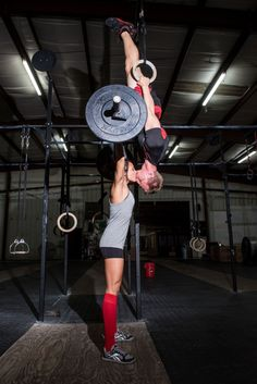 11 Amazing Engagement Photos of a CrossFit-Obsessed Couple