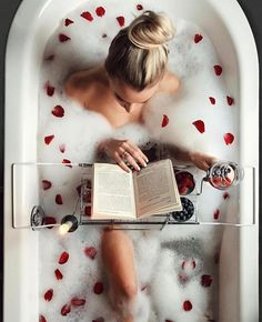 new Ideas bath photography boudoir rose petals Entspannendes Bad, Ideias Diy, Milk Bath, Ways To Relax, Foto Pose, Spa Day, Bath Time, Bath Caddy, Bath And Body