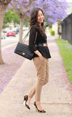 Wear Khaki Pants in 7 striking ways brown trousers combination woman - Woman Trousers Khaki Pants Outfit, Outfit Ideas, Outfit Work, Work Outfits, Dress Attire, Khaki Shorts, Office Outfits, Office Wear, Chic