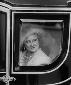 King George VI watching Queen Elizabeth playing a piano. Royal King, Royal Queen, Royal Princess, Queen Mary, Royal Clan, Princess Margaret Wedding, Princess Elizabeth, Queen Elizabeth Ii, Lyon