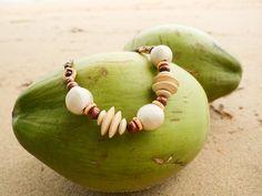 Fashion kúsok, ktorý by ti nemal chýbať. Je to ručne vyrobený náhrdelník z viazanými korálmi krásnej bielej farby s nastaviteľnou dĺžkou. Amish, Watermelon, Necklaces, Jewelry, Fashion, Moda, Jewlery, Jewerly, Fashion Styles