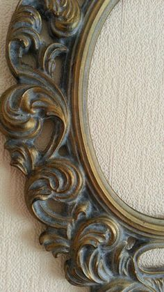 Photo Photos on the community wall – photos Deco Furniture, Colorful Furniture, Paint Furniture, Furniture Makeover, Mirrored Picture Frames, Antique Picture Frames, Old Frames, Mirror Painting, Painting Frames